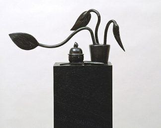 Udo Kaller, Topfpflanze mit Dose und Messer, 2000